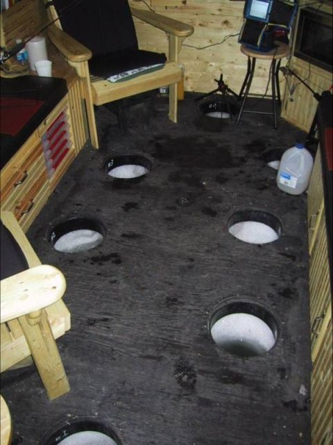 Домик для рыбалки на льду.