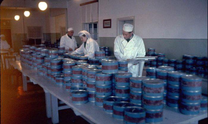 Ловля осетра и добыча черной икры в СССР - фотографии.
