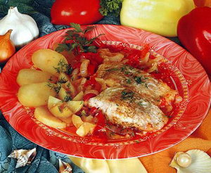 Рецепт судака, тушеного в овощном соусе.