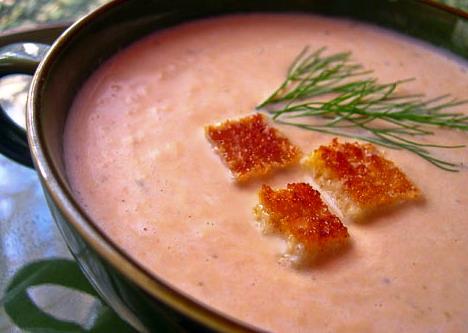 Суп-пюре из копченой семги, форели или горбуши - красной рыбы.