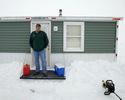 Зимняя рыбалка не обязательно должна протекать в суровых походных условиях.