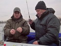 Ловля судака осенью с лодки в отвес на малька - видео.